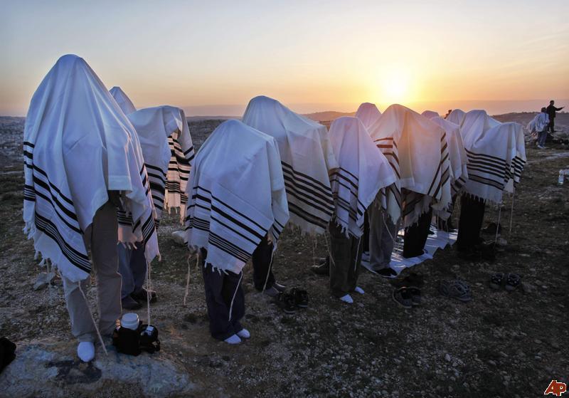 ye-mideast-israel-jewish-sun-blessing-2009-12-14-18-33-54.jpg